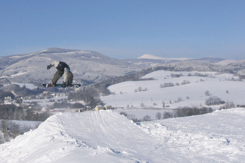 Snowboarden in Mlade Buky skigebied